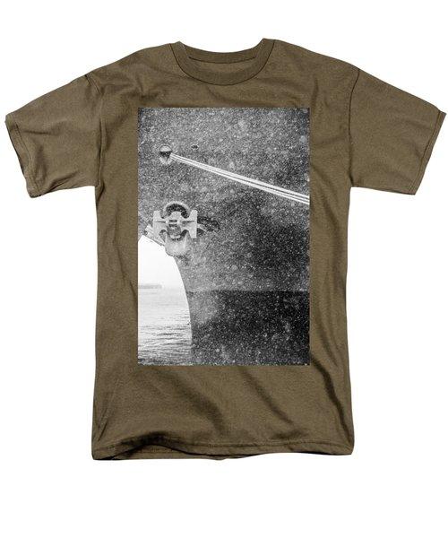 Interpid Under Snowfall Men's T-Shirt  (Regular Fit)