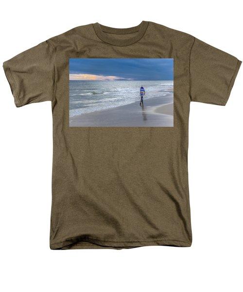 Little Girl At The Beache Men's T-Shirt  (Regular Fit)