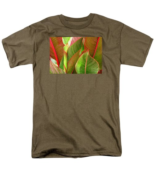 Men's T-Shirt  (Regular Fit) featuring the photograph Colorful Leaves by Ranjini Kandasamy