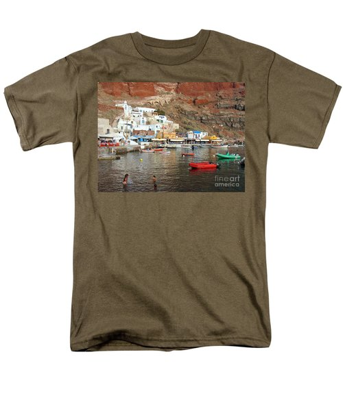 A Splash In Amoudi Bay  Men's T-Shirt  (Regular Fit) by Suzanne Oesterling