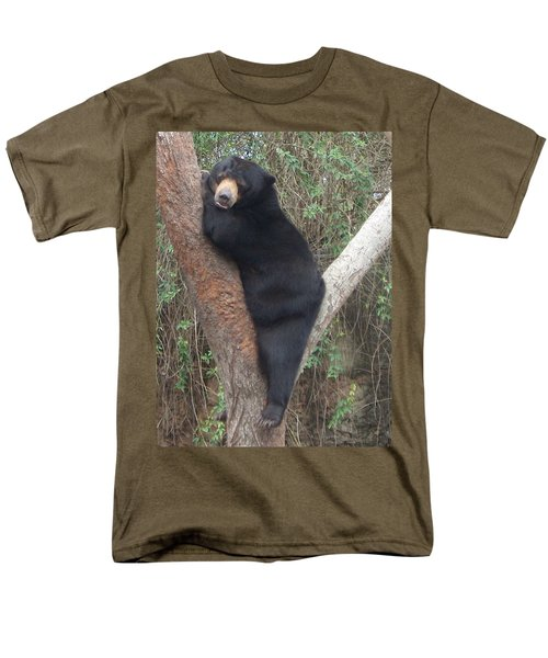 Bear In Tree   Men's T-Shirt  (Regular Fit)