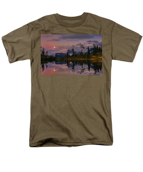 Bloodmoon Rise Over Picture Lake Men's T-Shirt  (Regular Fit) by Eti Reid