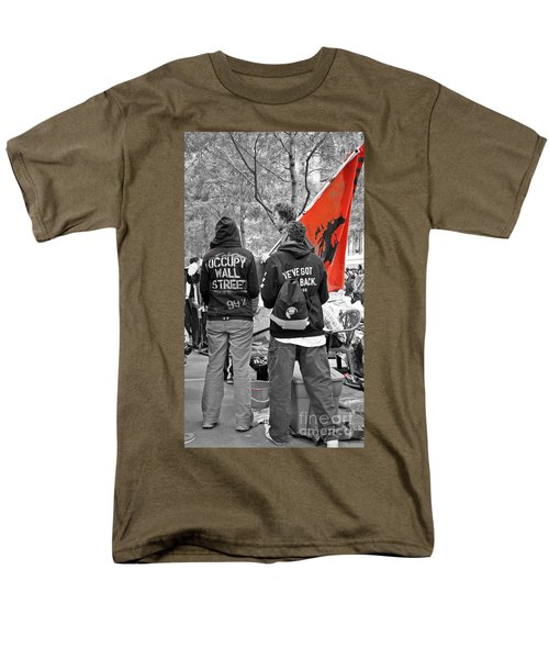 Men's T-Shirt  (Regular Fit) featuring the photograph Che At Occupy Wall Street by Lilliana Mendez