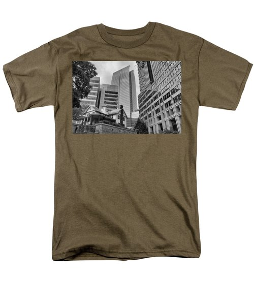 Contrasting Southern Architecture Men's T-Shirt  (Regular Fit)