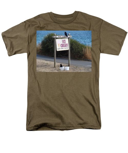 Men's T-Shirt  (Regular Fit) featuring the photograph Crow In The Bucket by Cheryl Hoyle