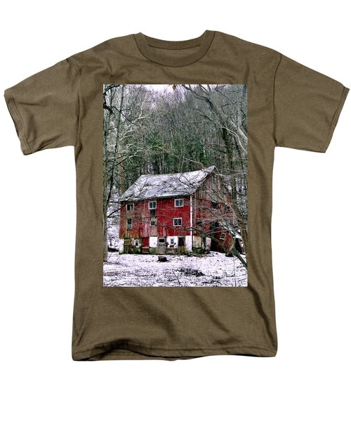 Men's T-Shirt  (Regular Fit) featuring the photograph Pennsylvania Dusting by Michael Hoard