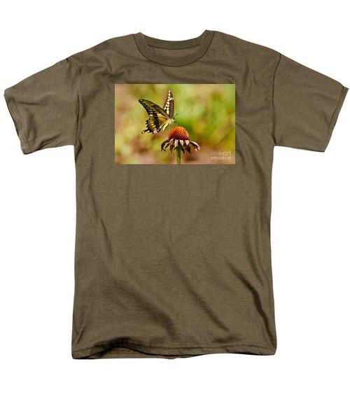Giant Swallowtail Butterfly Men's T-Shirt  (Regular Fit)