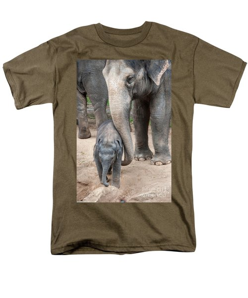 Jumbo Love Men's T-Shirt  (Regular Fit) by Ray Warren