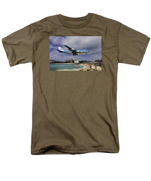 K L M Landing At St. Maarten Men's T-Shirt  (Regular Fit) by David Gleeson