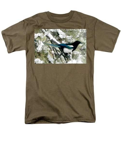 Magpie In The Snow Men's T-Shirt  (Regular Fit) by Marilyn Burton