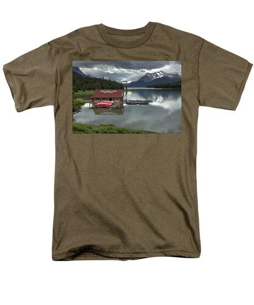 Maligne Lake Jasper Park Men's T-Shirt  (Regular Fit) by Diane Dugas