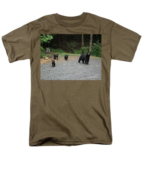 Momma And Three Bears Men's T-Shirt  (Regular Fit) by Jan Dappen