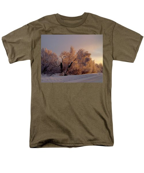 Men's T-Shirt  (Regular Fit) featuring the photograph Northern Light by Jeremy Rhoades