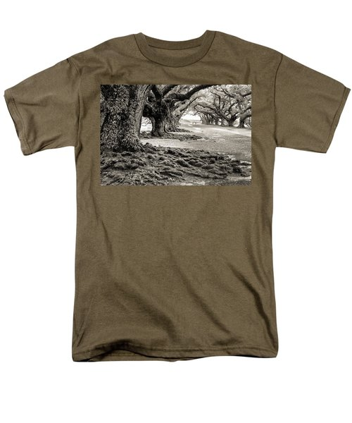 Oak Alley Men's T-Shirt  (Regular Fit) by William Beuther