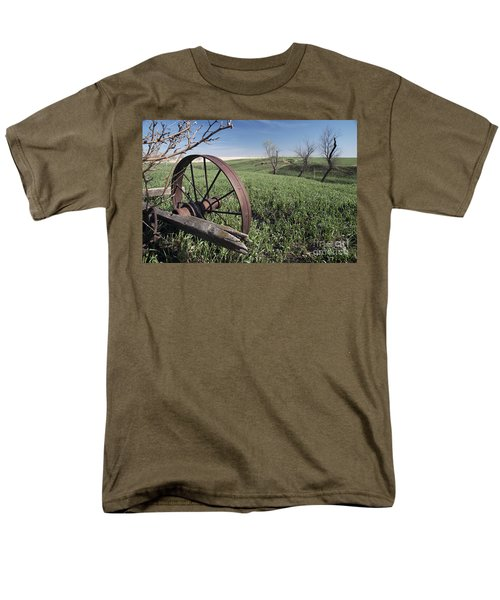Old Farm Wagon Men's T-Shirt  (Regular Fit) by Art Whitton