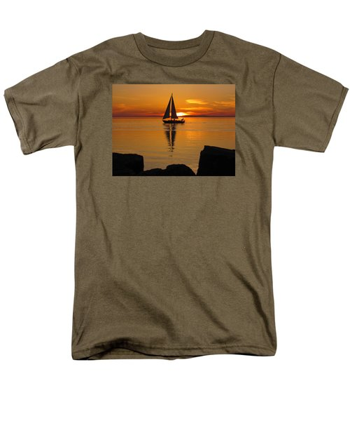 Sister Bay Sunset Sail 2 Men's T-Shirt  (Regular Fit) by David T Wilkinson