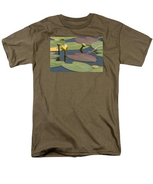 Men's T-Shirt  (Regular Fit) featuring the photograph Spatterdock Heart by Paul Rebmann