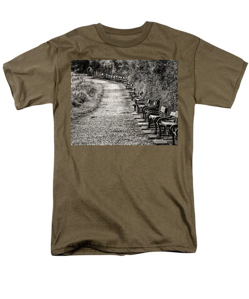 The English Reader Men's T-Shirt  (Regular Fit) by William Beuther