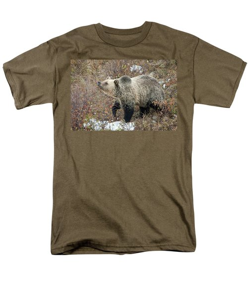 Men's T-Shirt  (Regular Fit) featuring the photograph The Last Berry by Jack Bell