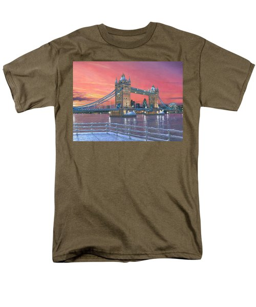 Tower Bridge After The Snow Men's T-Shirt  (Regular Fit) by Richard Harpum