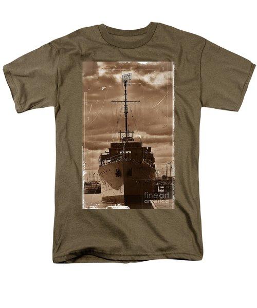 Men's T-Shirt  (Regular Fit) featuring the photograph Hmas Castlemaine by Blair Stuart