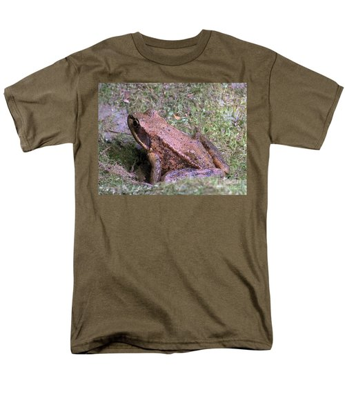 Men's T-Shirt  (Regular Fit) featuring the photograph A Friendly Frog by Chalet Roome-Rigdon