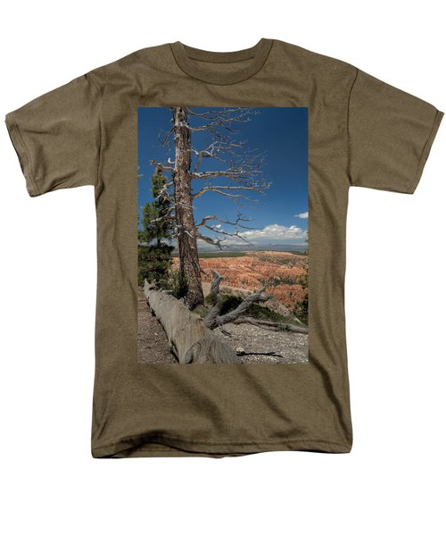 Bryce Canyon - Dead Tree Men's T-Shirt  (Regular Fit) by Larry Carr