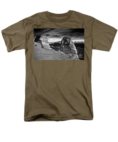 Delicate Arch Bw Men's T-Shirt  (Regular Fit) by Larry Carr