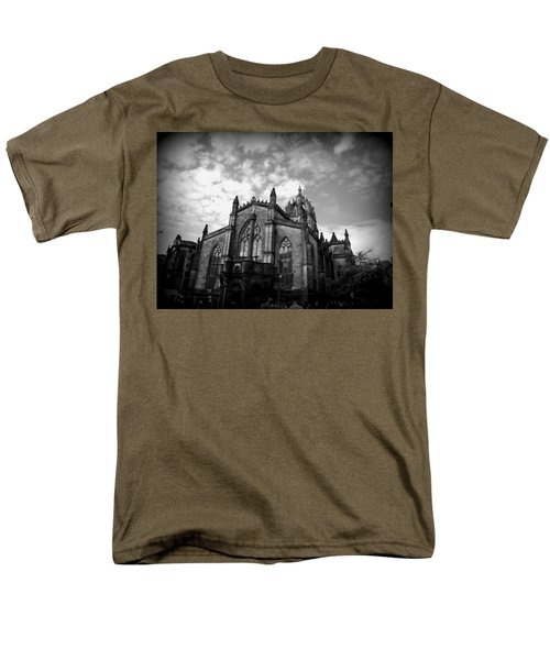 St Giles Cathedral Edinburgh Men's T-Shirt  (Regular Fit) by Ian Kowalski