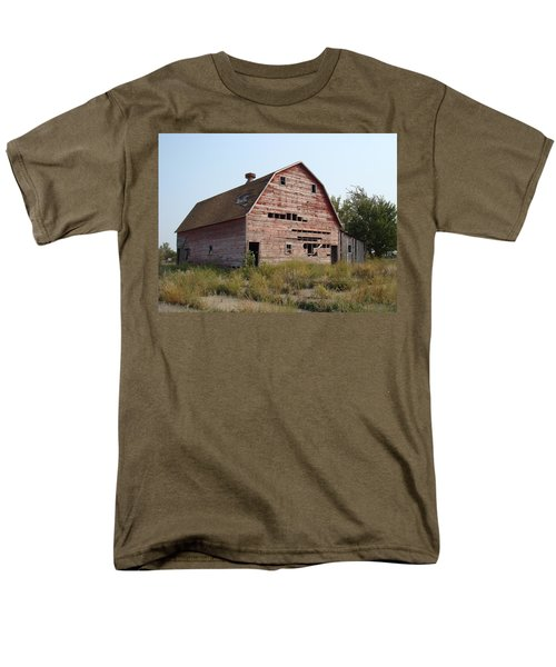 Men's T-Shirt  (Regular Fit) featuring the photograph The Hole Barn by Bonfire Photography