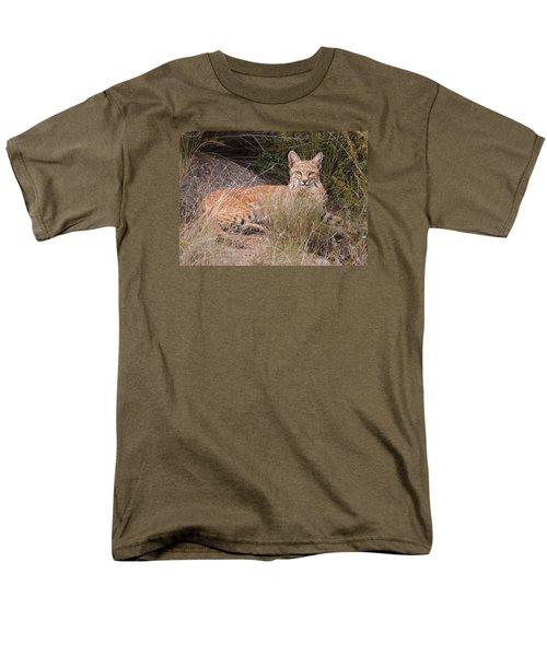 Bobcat At Rest Men's T-Shirt  (Regular Fit) by Alan Toepfer
