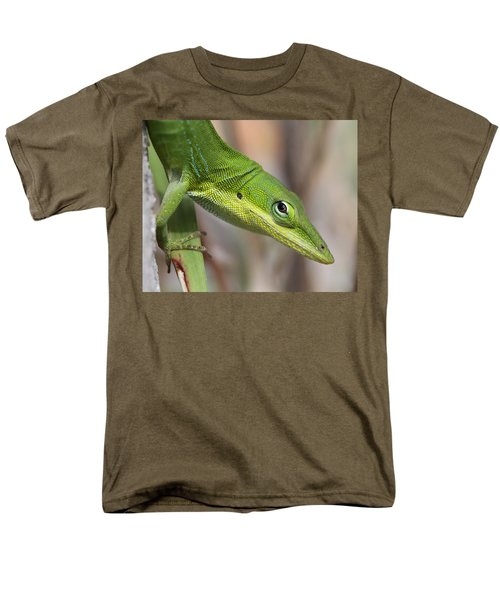 Men's T-Shirt  (Regular Fit) featuring the photograph Green Beauty by Doris Potter