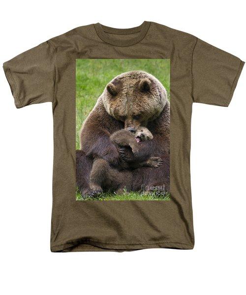 Mother Bear Cuddling Cub Men's T-Shirt  (Regular Fit) by Arterra Picture Library