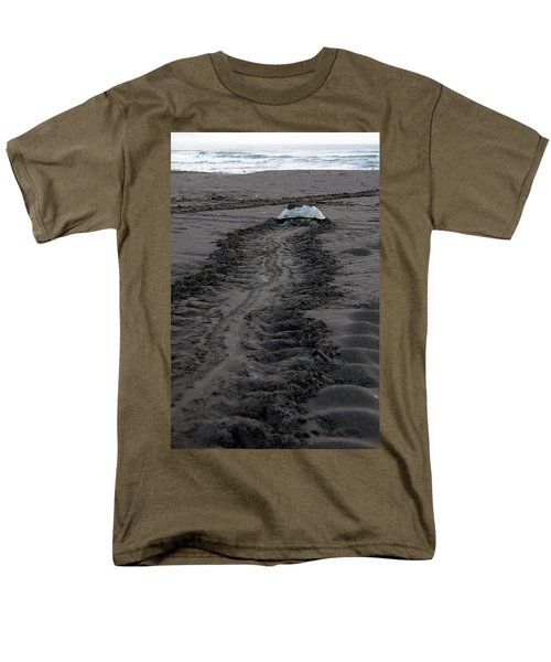 Men's T-Shirt  (Regular Fit) featuring the photograph Green Sea Turtle Returning To Sea by Breck Bartholomew