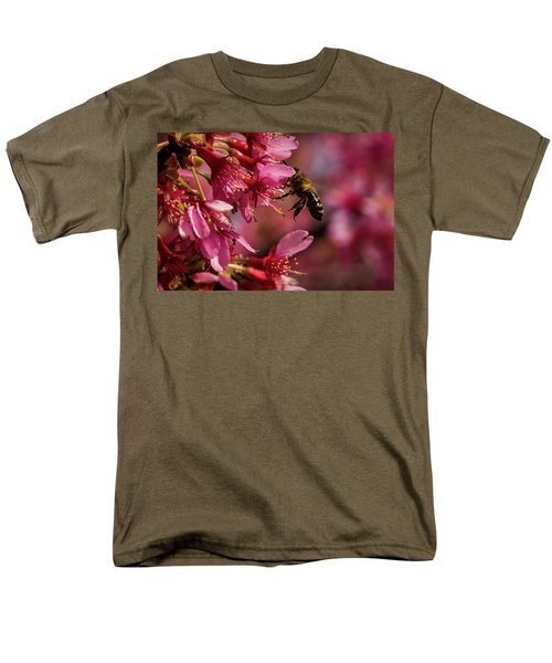 Bee Men's T-Shirt  (Regular Fit) by Jay Stockhaus