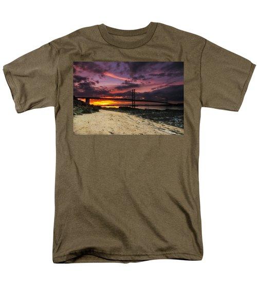 Forth Road Bridge Men's T-Shirt  (Regular Fit)
