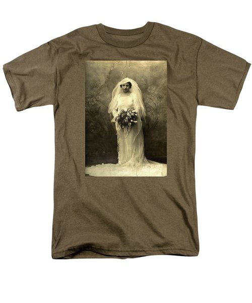 A Beautiful Vintage Photo Of Coloured Colored Lady In Her Wedding Dress Men's T-Shirt  (Regular Fit)