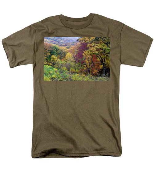 Men's T-Shirt  (Regular Fit) featuring the photograph Autumn Arrives In Brown County - D010020 by Daniel Dempster