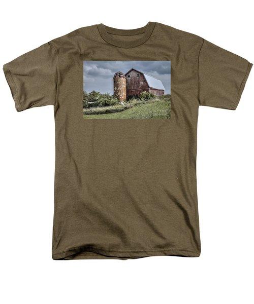 Barn On Hill Men's T-Shirt  (Regular Fit)