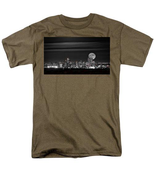 Beaver Moonrise In B And W Men's T-Shirt  (Regular Fit)