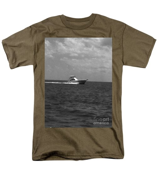 Black And White Boating Men's T-Shirt  (Regular Fit)