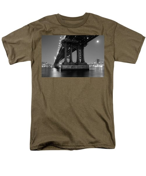 Black And White - Manhattan Bridge At Night Men's T-Shirt  (Regular Fit) by Gary Heller