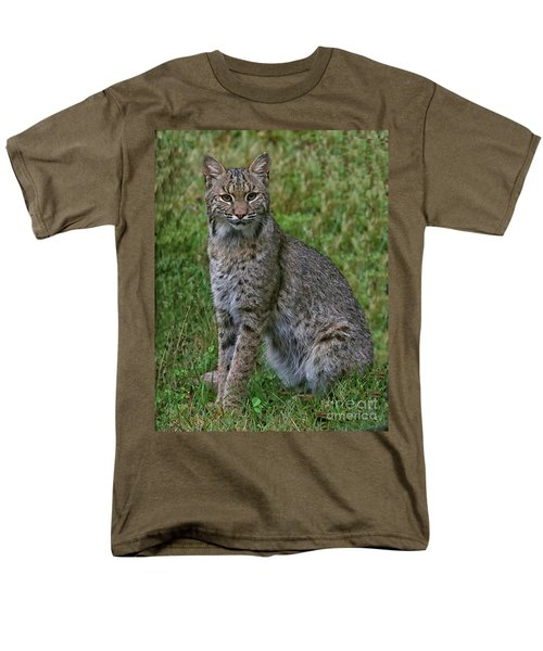 Bobcat On Alert Men's T-Shirt  (Regular Fit) by Myrna Bradshaw