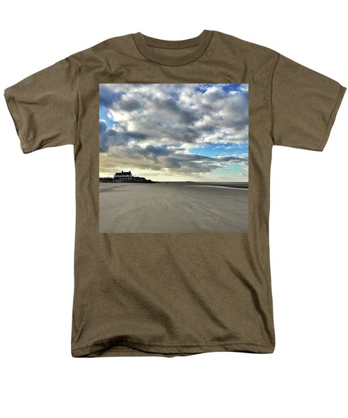 Brancaster Beach This Afternoon 9 Feb Men's T-Shirt  (Regular Fit) by John Edwards