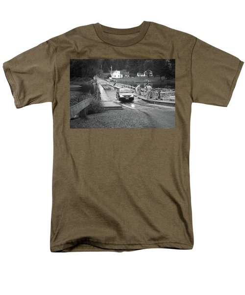 Men's T-Shirt  (Regular Fit) featuring the photograph Brookfield, Vt - Floating Bridge 3 Bw by Frank Romeo