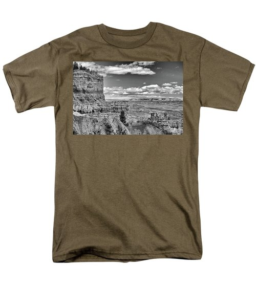 Bryce Canyon In Black And White Men's T-Shirt  (Regular Fit)