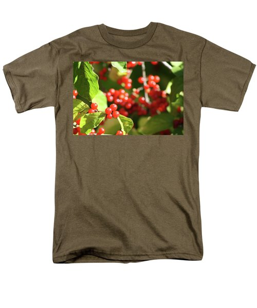 Close Up Of Red Berries Men's T-Shirt  (Regular Fit) by Michele Wilson