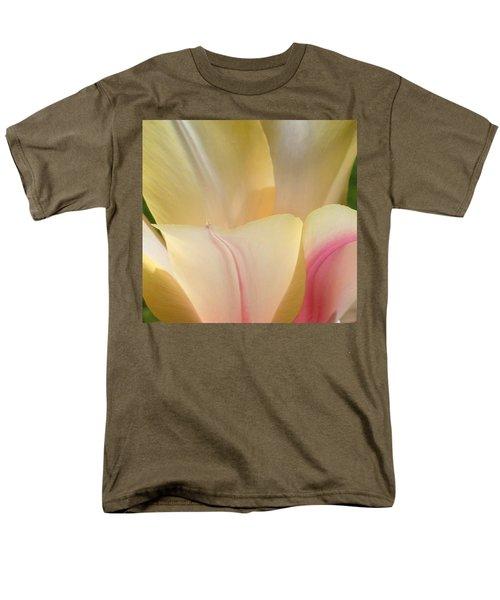 Close-up Tulip Men's T-Shirt  (Regular Fit) by Karen Molenaar Terrell