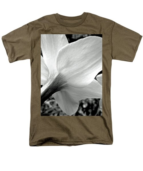 Daffodil In Black And White Men's T-Shirt  (Regular Fit)
