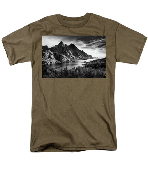 Dramatic Lofoten Men's T-Shirt  (Regular Fit)